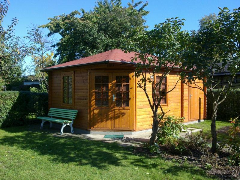 Mit einem holz gartenhaus wird es romantisch - Gartenhaus romantisch ...