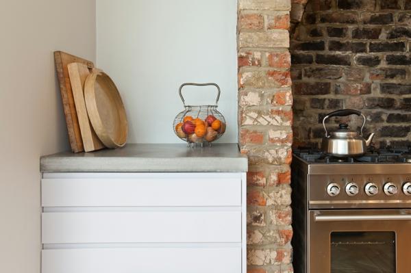 beton küchenarbeitsplatten bretter holz schubladen ziegel ofen