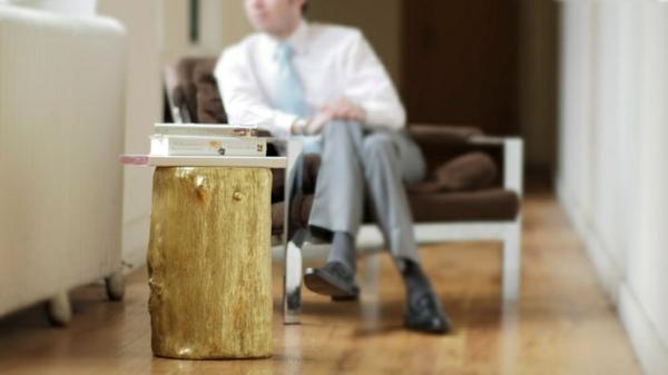 Beistelltisch golden holzlack Holzblock art