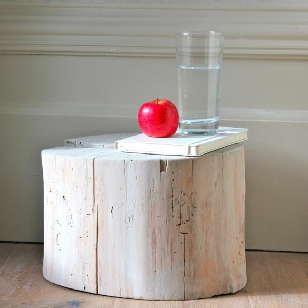 Beistelltisch buch wasser Holzblock rot apfel