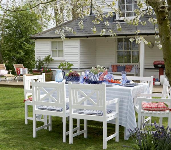 Landhausstil gartendeko  Gartendeko selber machen - farbenfrohe DIY Gartenideen