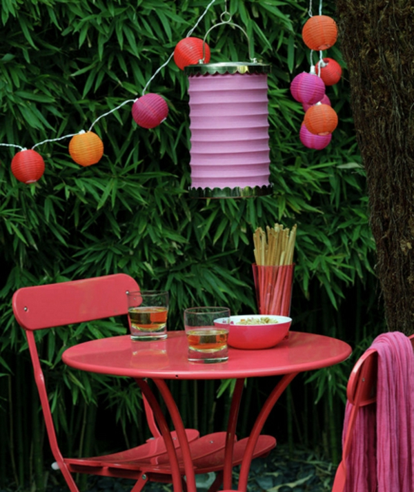 Gartendeko selber machen rote lila rosa farben