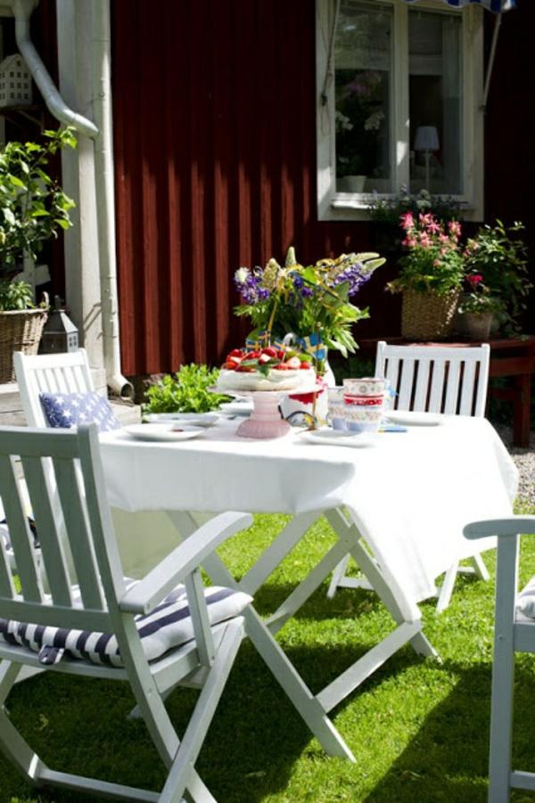 Gartenhaus im Schwedenstil esstisch patio
