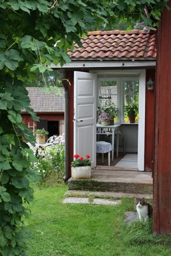 gartenhaus im schwedenstil gestalten sie eine thematische gartenecke. Black Bedroom Furniture Sets. Home Design Ideas