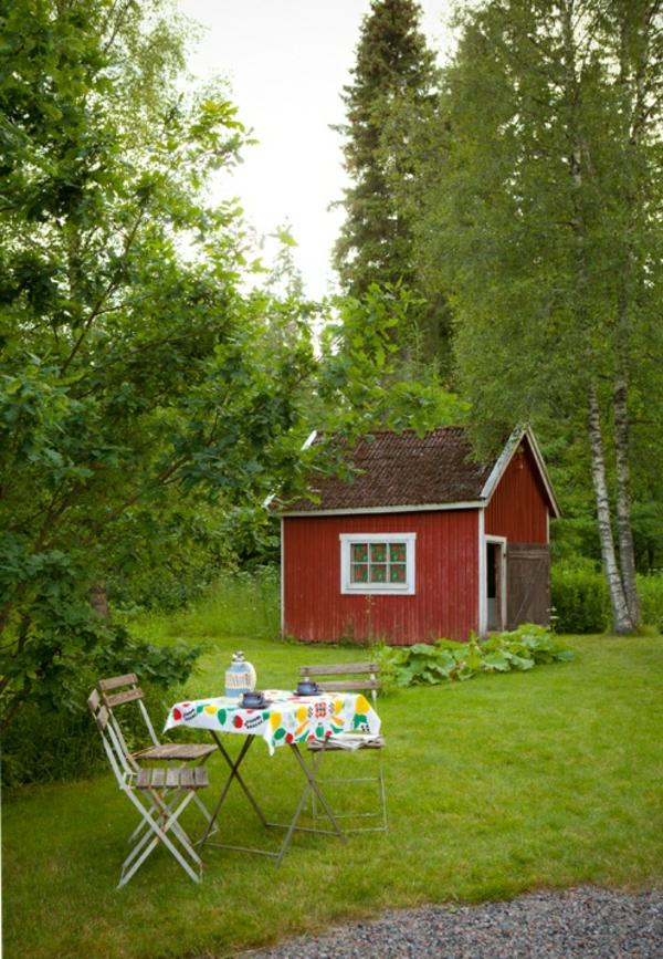 Gartenhaus im Schwedenstil klappbar stühle