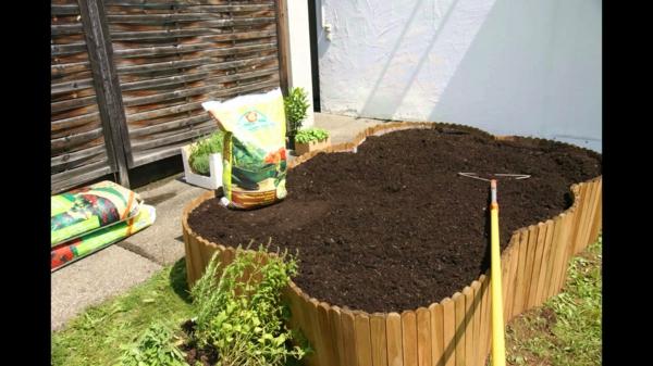 Kräuterhochbeet selber bauen Gemüse erdboden