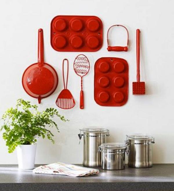 Küche wandgestaltung spritzschutz küche rot geschirr