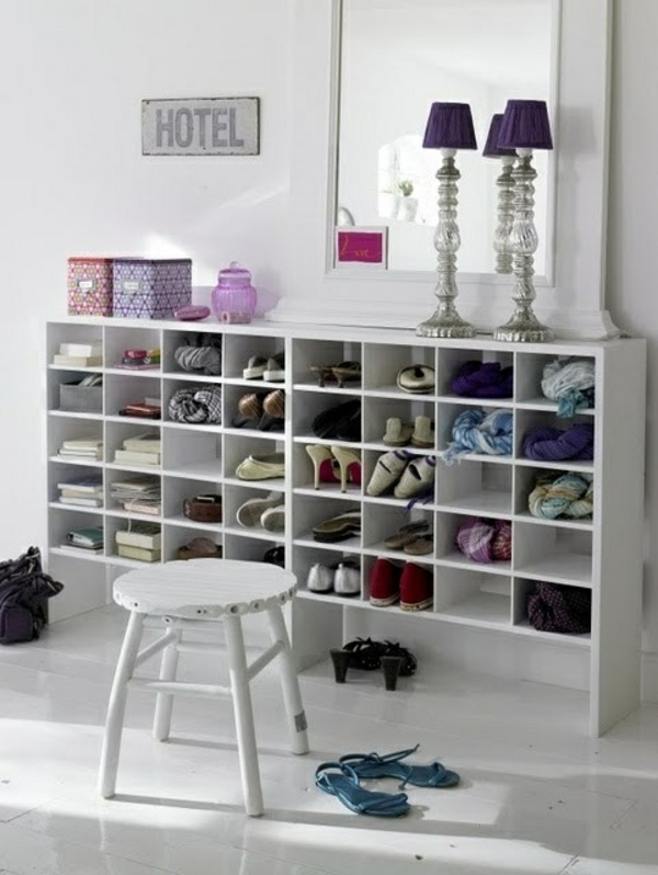 begehbarer kleiderschrank tischlampe Kleiderschranksysteme