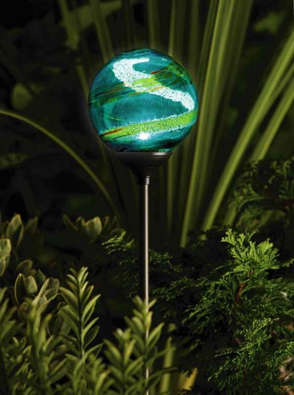 Solarleuchten im Garten contemporary dekorativ effektvoll