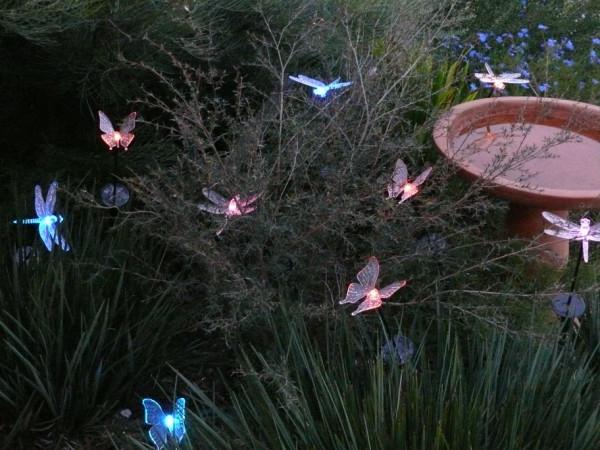 Solarleuchten im Garten umweltfreundlich schmetterlinge