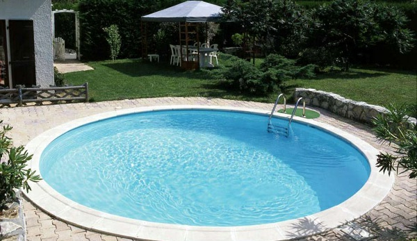 Swimmingpool im garten welcher gartenpool w re passend for Pool rund 3m