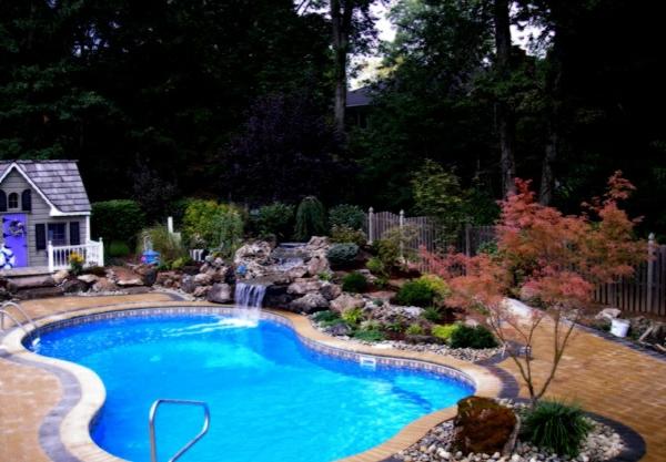 Swimmingpool im garten for Swimmingpool bauen