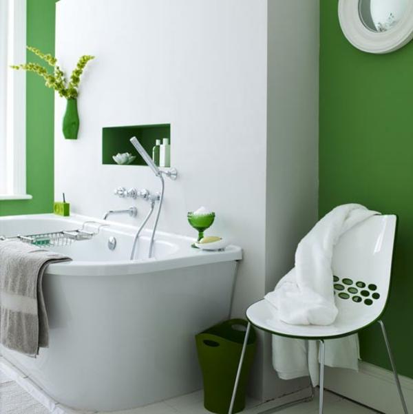 Wandfarbe in Grüntönen bad badewanne stuhl