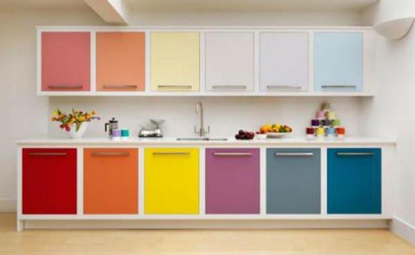 Wandgestaltung für die Küche bunt küchenschrank