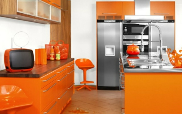 Wandgestaltung für die Küche orange rot