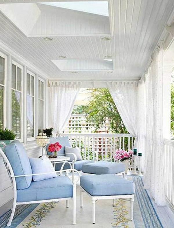 außen architektur balkon sichtschutz weiß gartenmöbel