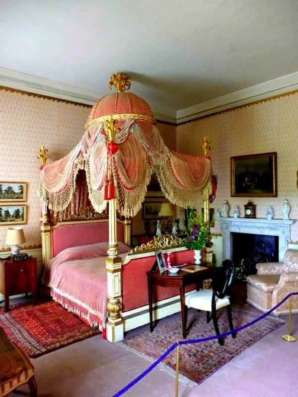 außergewöhnliche-betten-designideen-himmelbett-königlich-schlafzimmer-teppiche