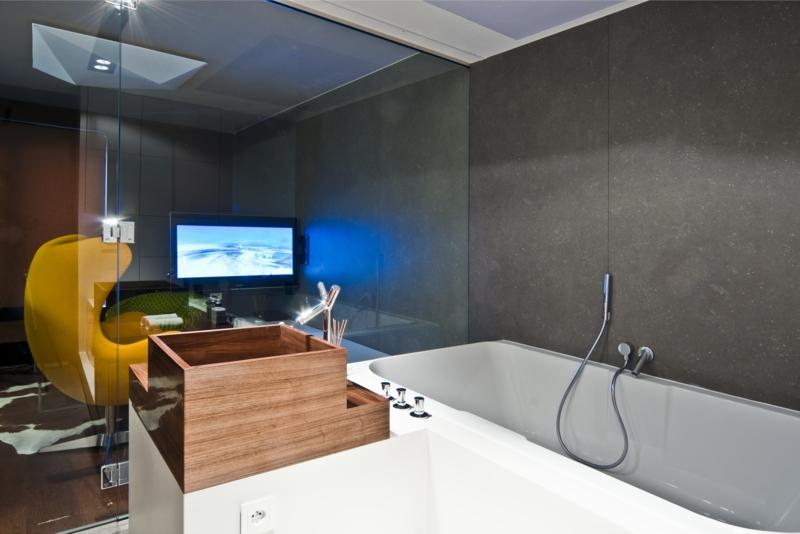 badewanne aus holz der eyecatcher im modernen badezimmer. Black Bedroom Furniture Sets. Home Design Ideas