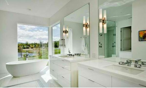 badezimmer design in weiß flache bad schränke spiegel