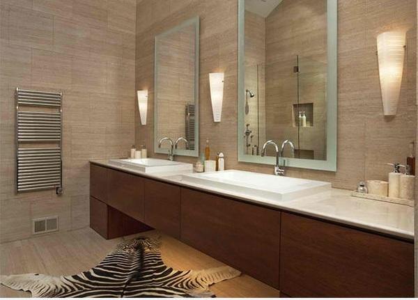 badezimmer ideen badmöbel flache bad teppich tiermuster