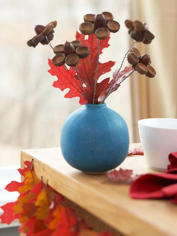 Basteln mit naturmaterialien herbst deko eicheln draht vase