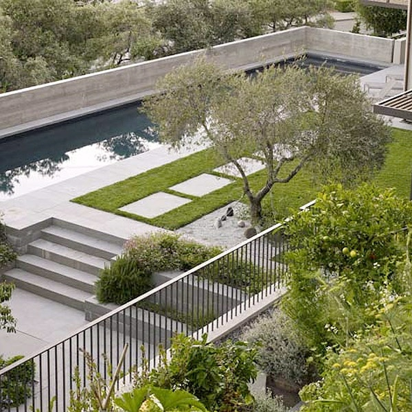 beispiele für moderne gartengestaltung pool betonboden