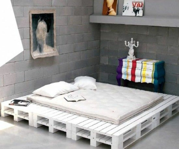 bett aus europaletten selbst bauen coole m bel zeigen ihren charakter. Black Bedroom Furniture Sets. Home Design Ideas