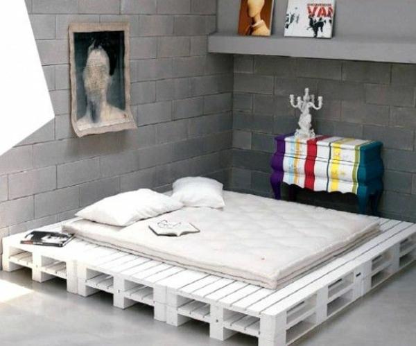 Bett aus holzpaletten  Bett aus Europaletten selbst bauen -Coole Möbel zeigen Ihren Charakter