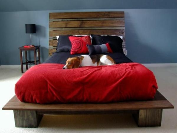Außergewöhnliche Betten Selber Bauen ~ Bett aus Europaletten selbst bauen – Coole Möbel drücken Ihre