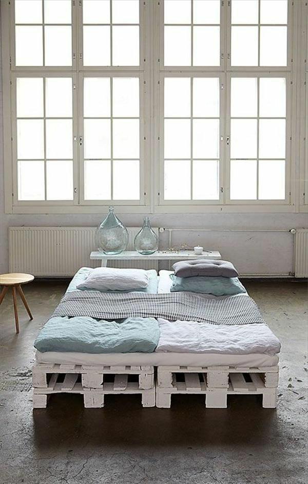 Bett Aus Europaletten : Bett Aus Europaletten Selbst Bauen – Coole Möbel Drücken Ihre ...