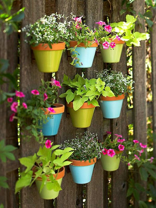 blumentopf hängend bunt ton bemalt pflanzen