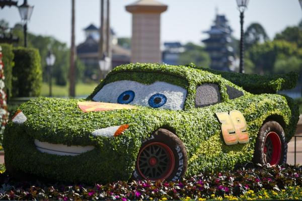garten figuren buchsbaum formschnitt  fröhlich auto