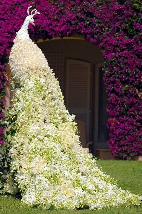 garten figuren pfau weiß buchsbaum formschnitt