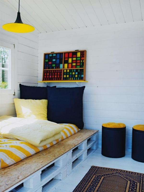 coole möbel paletten bett farbgestaltung gelb sperrholzplatte