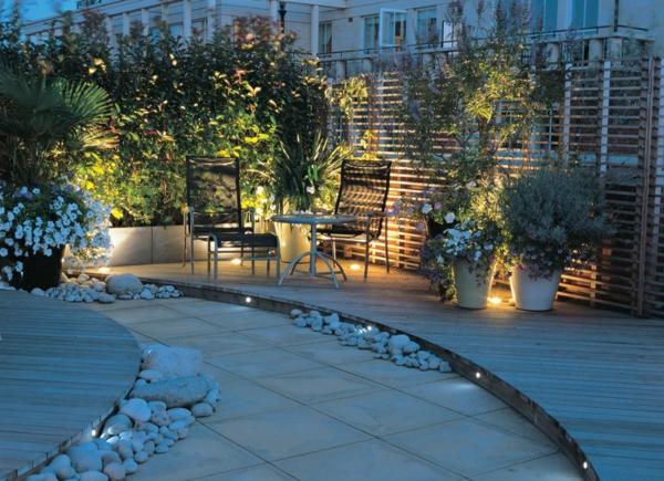 dachterrasse gestalten beleuchtung auf dem balkon bepflanzen sichtschutz kieselsteine