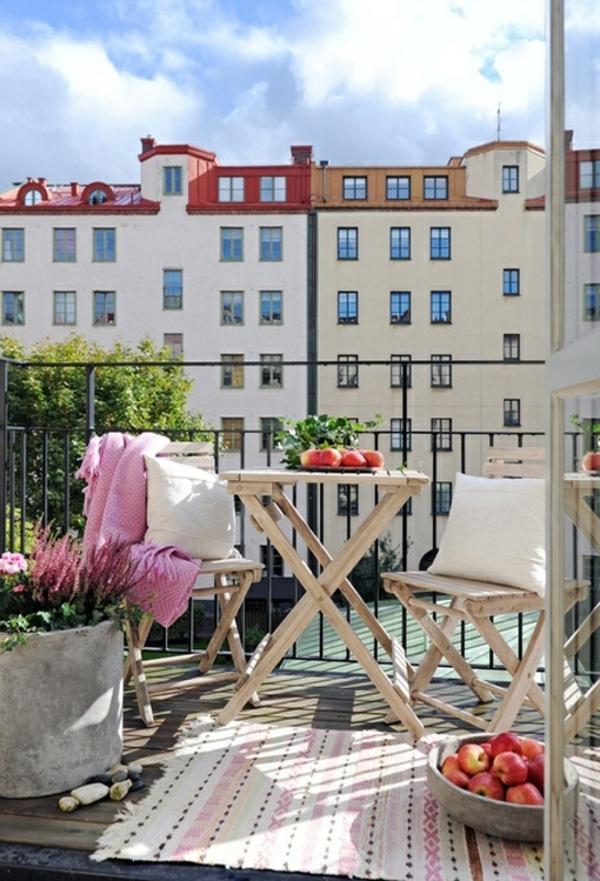 dachterrasse urban patio klappstühle klapptisch balkonteppich
