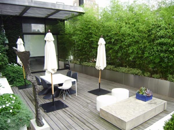 dachterrassengestaltung holz terrassen dielen lebendiger zaun balkonpflanzen