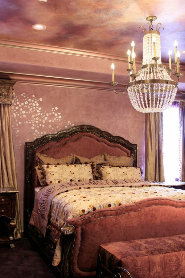 dekoideen schlafzimmer wand gestalten lila blumenmuster schablone