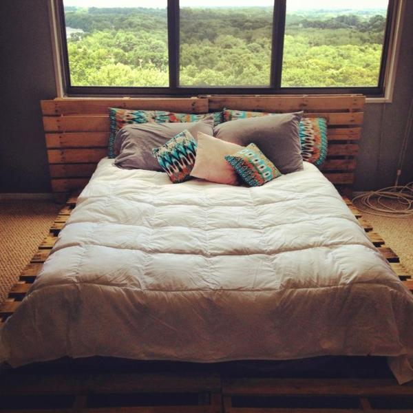 bett aus paletten selber bauen - praktische diy ideen - Bettkopfteil Ideen Schlafzimmer