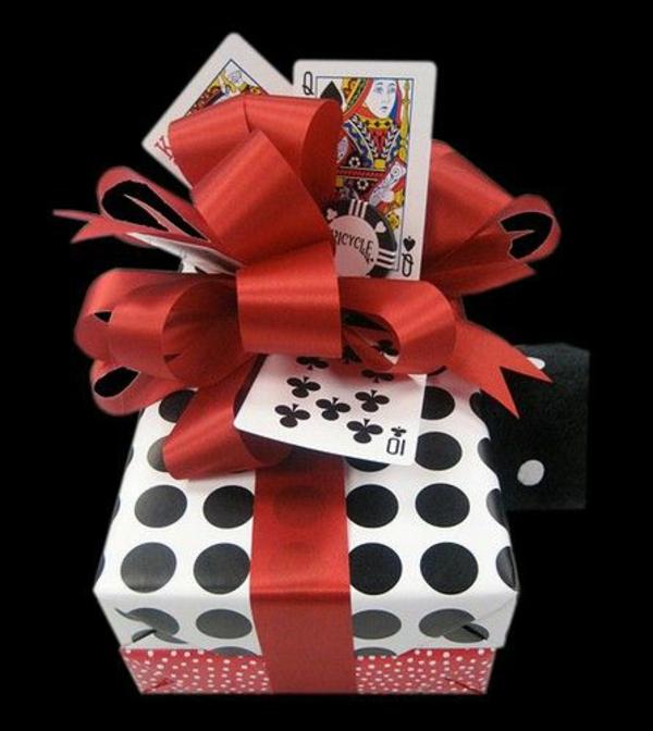 diy geschenke schön verpacken punktmuster geschenkpapier schleife