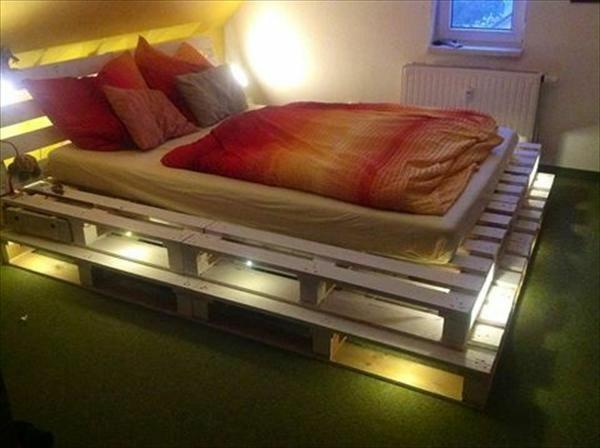 Bett aus holzpaletten  Bett aus Paletten selber bauen - praktische DIY Ideen