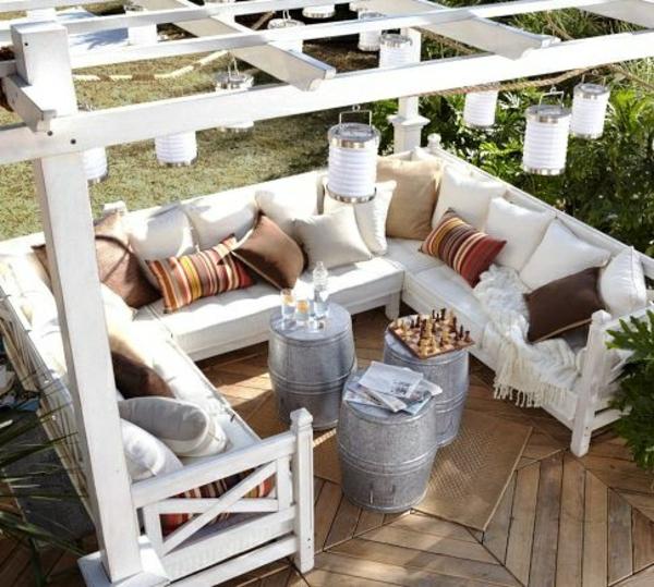 diy möbel pergola selber bauen weiß gartenideen faß tisch