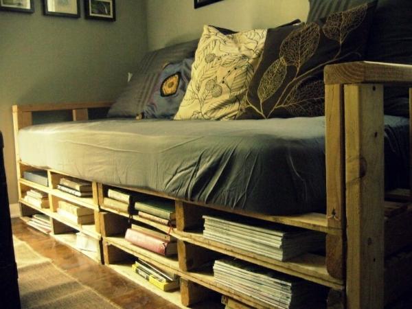 wohnzimmer paletten:Pallet Couch with Storage