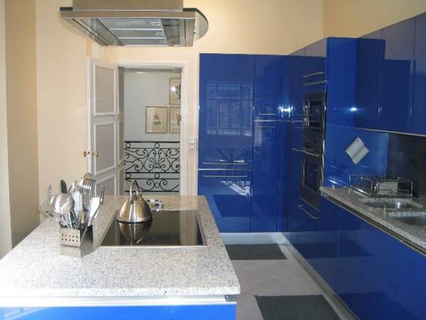 einrichtnugsideen wohnideen küche wandfarbe dunkel blau