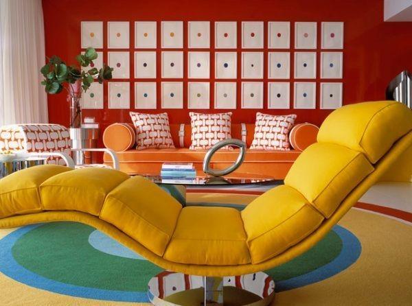 Einrichtungsideen Wohnzimmer Wohnzimmertapete Rot Gelbe Liege