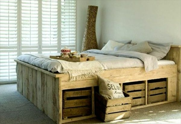 Betten Mit Aufbewahrung europaletten bett bauen preisgünstige diy möbel im schlafzimmer