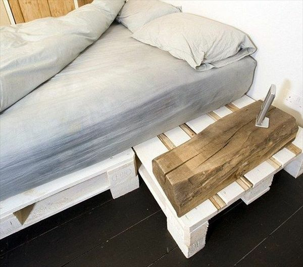 europaletten bett selbst bauen diy möbel im rustikalen stil nachttisch inklusiv