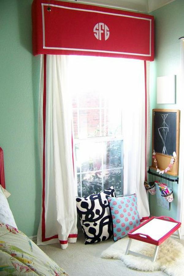 fenstergardinen gardinendekoration beispiele rot wei. Black Bedroom Furniture Sets. Home Design Ideas