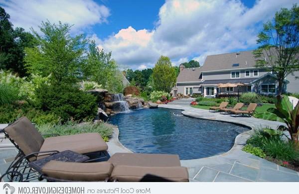 swimmingpool im garten landschaftsideen f r schwimmb der. Black Bedroom Furniture Sets. Home Design Ideas