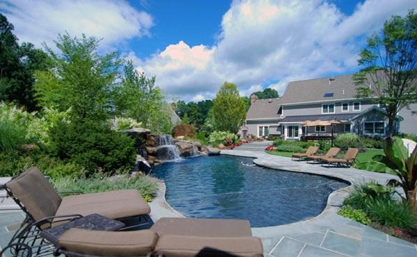 garten design niere liegen braun gartenpool Swimmingpool im Garten